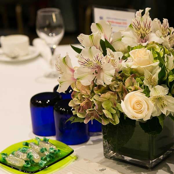 AboutFlowers_partyTable_Alstroemeria